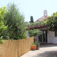 Cozy Backyard House, hotel in Plaka
