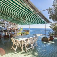 Stunning Views Pool & Direct access to the Sea