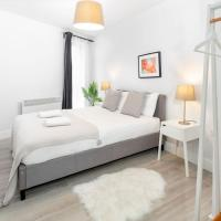 Air Host and Stay - Apartment 5 Barall Court - Sleeps 6 minutes from LFC free parking