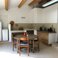 Studio à la semaine, hôtel à Hyères près de: Aéroport de Toulon - Hyères - TLN