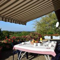 Comfortable villa near Alvignac with private swimming pool and stunning view, Hotel in Alvignac