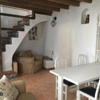Casa rural en pueblo blanco, hotel di Almogía