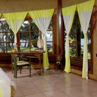 Gaia-Oasis Beach Resort, hotel in Tejakula