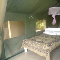 Rhino Tourist Camp, hotel in Ololaimutiek