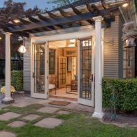 The Carriage House - Luxury Studio