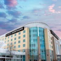 Hotel Mortagne, hotel near Montréal/St-Hubert Airport - YHU, Boucherville