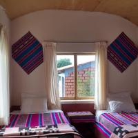 Luquina homestay, hotel in Puno