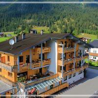 Hotel Pension Kreuzeck Appartements, hotel in Weissenbach am Lech