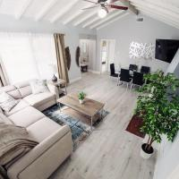 Spacious, Comfy Home to Experience LA in Style P13 - 30 Night Minimum