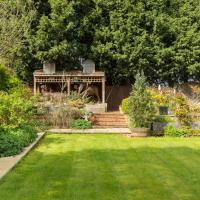Old Yardleys Birmingham & Solihull - Large 6 bedroom House & Gardens - 10 Beds & Parking for 5 cars