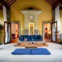 Villa KOSY - Family Home-Full Kitchen-Pool-Media Center-Walk to Beach