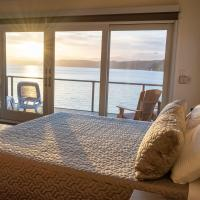 Luxury Lookout Hood Canal Vacation Rental, hotel in Union