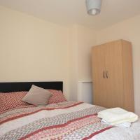 London Deluxe Four Bedroom House, hotel in Dagenham