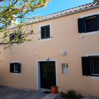 Holiday house Jasna in island center, hotel in Silba