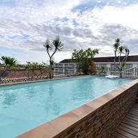 RedDoorz Plus near Discovery Shopping Mall Bali, hotel v destinaci Denpasar