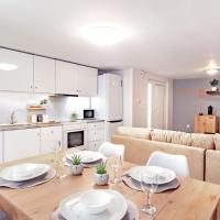 Central Varkiza apartment close to the beach!