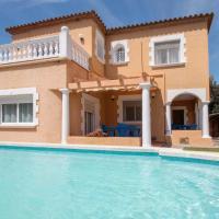 Amplia casa con piscina privada, hotel in Calonge