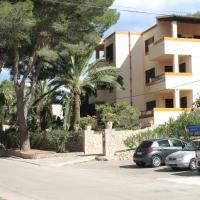 Apartamentos Los Pinos, hotel in Cala Murada