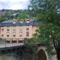 Hostal Restaurante Méndez, hotel in Villafranca del Bierzo