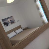 Firaxenia rooms, hotel in Fira