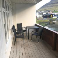 Spacious City Center Home by the Sea, hotel in Klaksvík