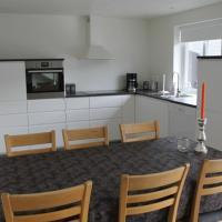 Private Spacious Home in City Center, hotel in Klaksvík