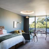 Home Suite Hotels Rosebank, hotel in Johannesburg