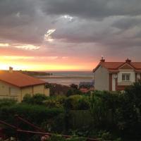 Adosado con vistas al mar los GIRASOLES, hotel in Mogro