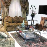 Beautifully Furnished 3BD 2BR Pool Gated Condo in McAllen, TX, hotel in Pharr
