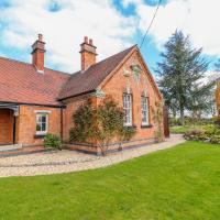 South Lodge - Longford Hall Farm Holiday Cottages, hotel in Ashbourne