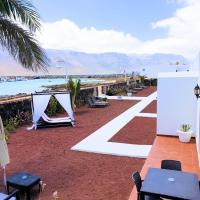 La Graciosa Camelia Beach Vistas Mar, hotel in Caleta de Sebo