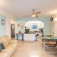 Dalia Seaside 2 Bedroom Apartment with Pool & Garden, hotel in Paphos