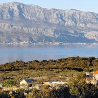 Family friendly house with a swimming pool Skrip, Brac - 15297, hotel in Supetar