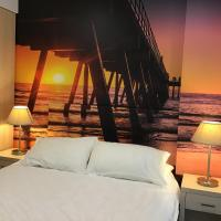 Glenelg Sunset Beach Apartment, hotel in Glenelg