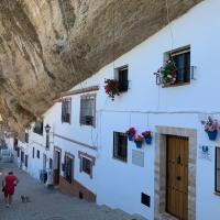 """Casa Cueva """"Las Calcetas"""", hotel en Setenil de las Bodegas"""