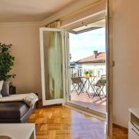 Apartment Gala with balcony and private parking