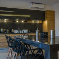 Heraklion Airport Family Lux Apartment, hotel near Heraklion International Airport - HER, Heraklio