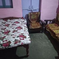 Lone traveler home stay (khengar Parihar sadan), hotel in Datia