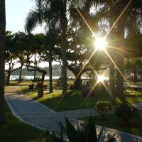 Apartamento 25 RISC - Saída Direto na Praia, 2 Suítes Casal + 1 Suíte Solteiros, 6 pessoas