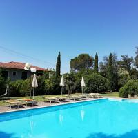Hotel Monti, hotell i San Baronto