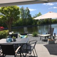Ferienhaus am Wasser, hotel in Lemmer