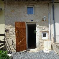 Furnished Stone Cottage, hotel in Ruffec