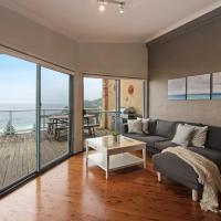 Avoca Heights House /// 4 BDR 2.5 BTH // Direct Ocean Views, hotel in Avoca Beach