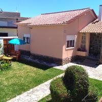 Beach house with garden, hotel in Sintra