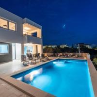 Villa Adria 2 luxury apartment with a pool