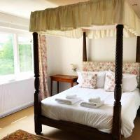 Owlpen Manor Cottages, hotel in Uley