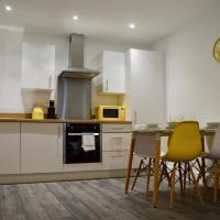 Queen Suite, Stylish spacious city centre apartment sleeps 6 in 2 bedrooms and sofabed, perfect for work or leisure