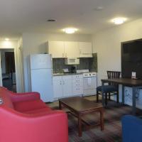 Luxbury Inn & Suites, hotel in West Maryville
