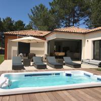 Location villa entre lac et océan avec son spa de nage, hotel in Carcans
