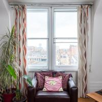 Flat in the heart of London for 6 guests by GuestReady